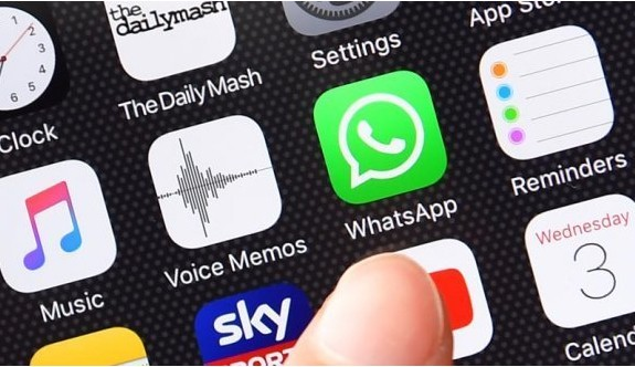 Apple şirketinden WhatsApp Sticker'a büyük darbe