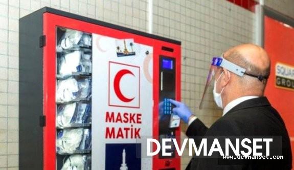 İzmir'den metro istasyonunda ücretsiz maske
