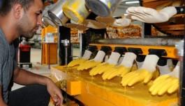 Çin'den döndü 25 kişiye ekmek...
